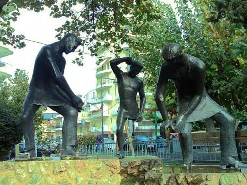 Μνημείο εργασίας (Αγαλματάκια)